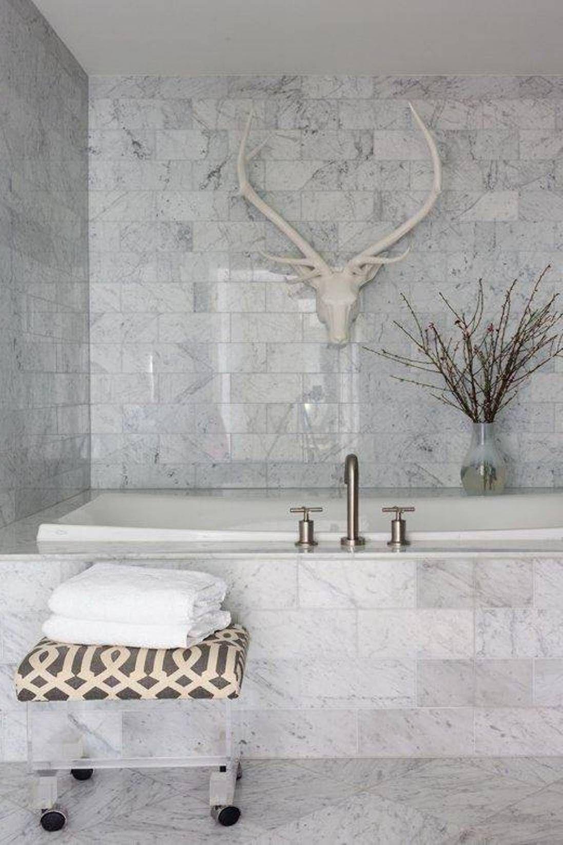 Badrumsinspiration – 18 badrum med vit marmor som bas | Carrara ...