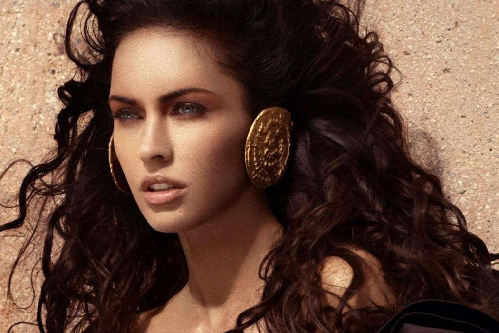 Afrodyta - bogini miłości, piękna, kwiatów, pożądania i płodności. Najpiękniejsza z bogiń