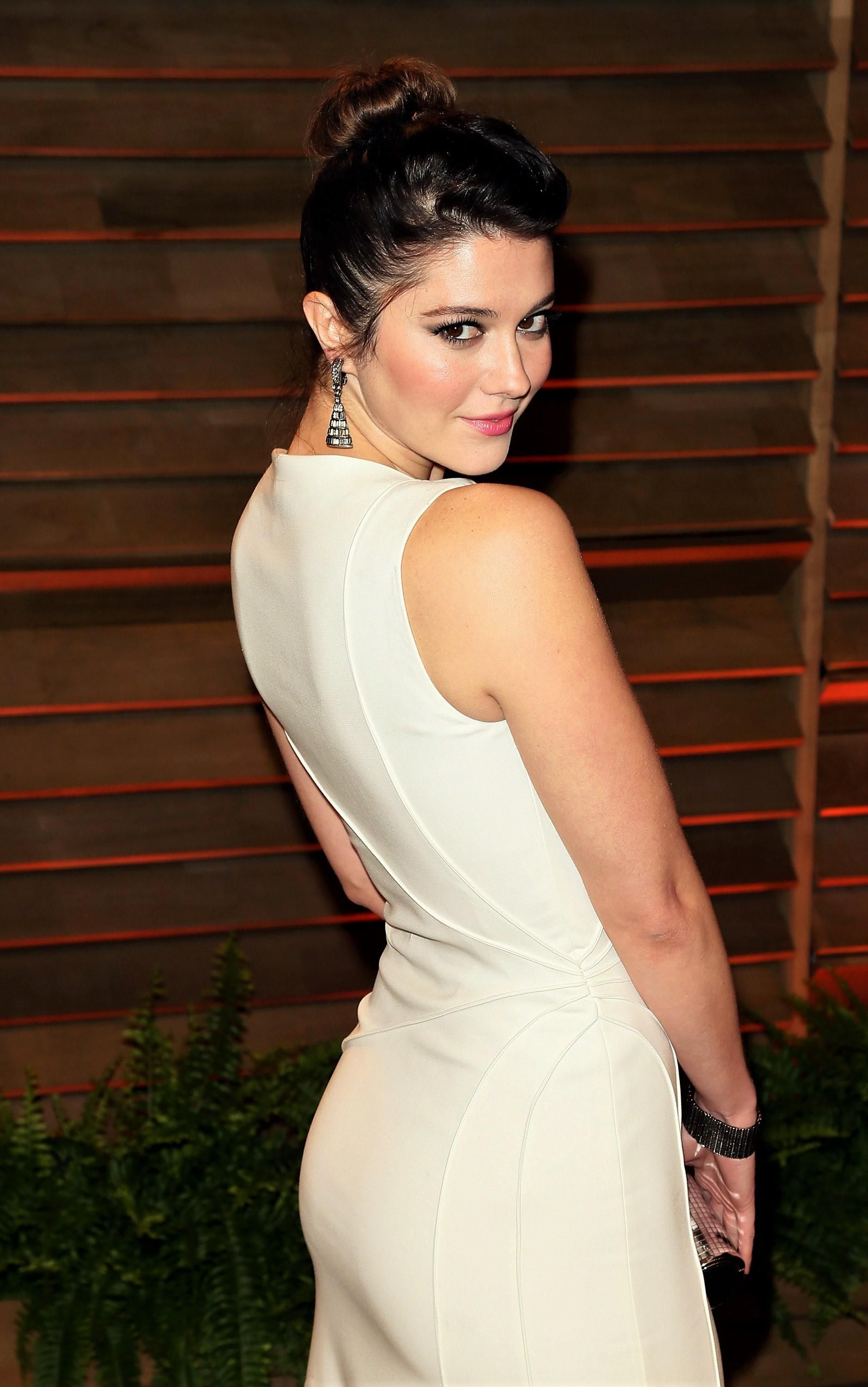Mary Elizabeth Winstead over the shoulder look di 2020