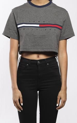 vintage tommy hilfiger crop tee outfit ideen in 2019. Black Bedroom Furniture Sets. Home Design Ideas