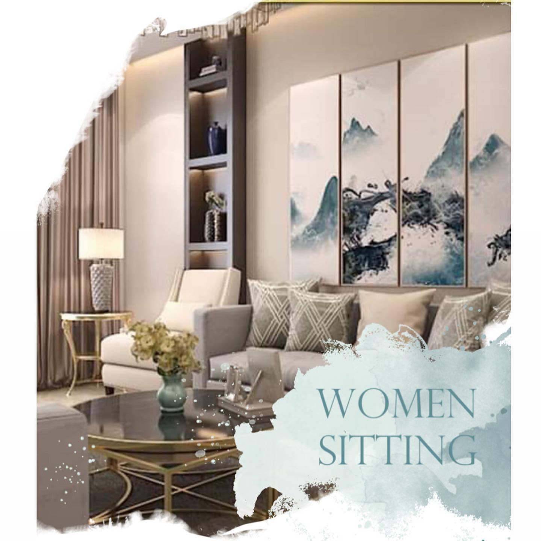 مجلس نساء علي طراز نيوكلاسيك تم طلاء الجدران باللون البيج واختيار الكنب باللون الرمادي وتلعب الاكسسوارات في تلك التصميم دورا Interior Design Home Decor Design