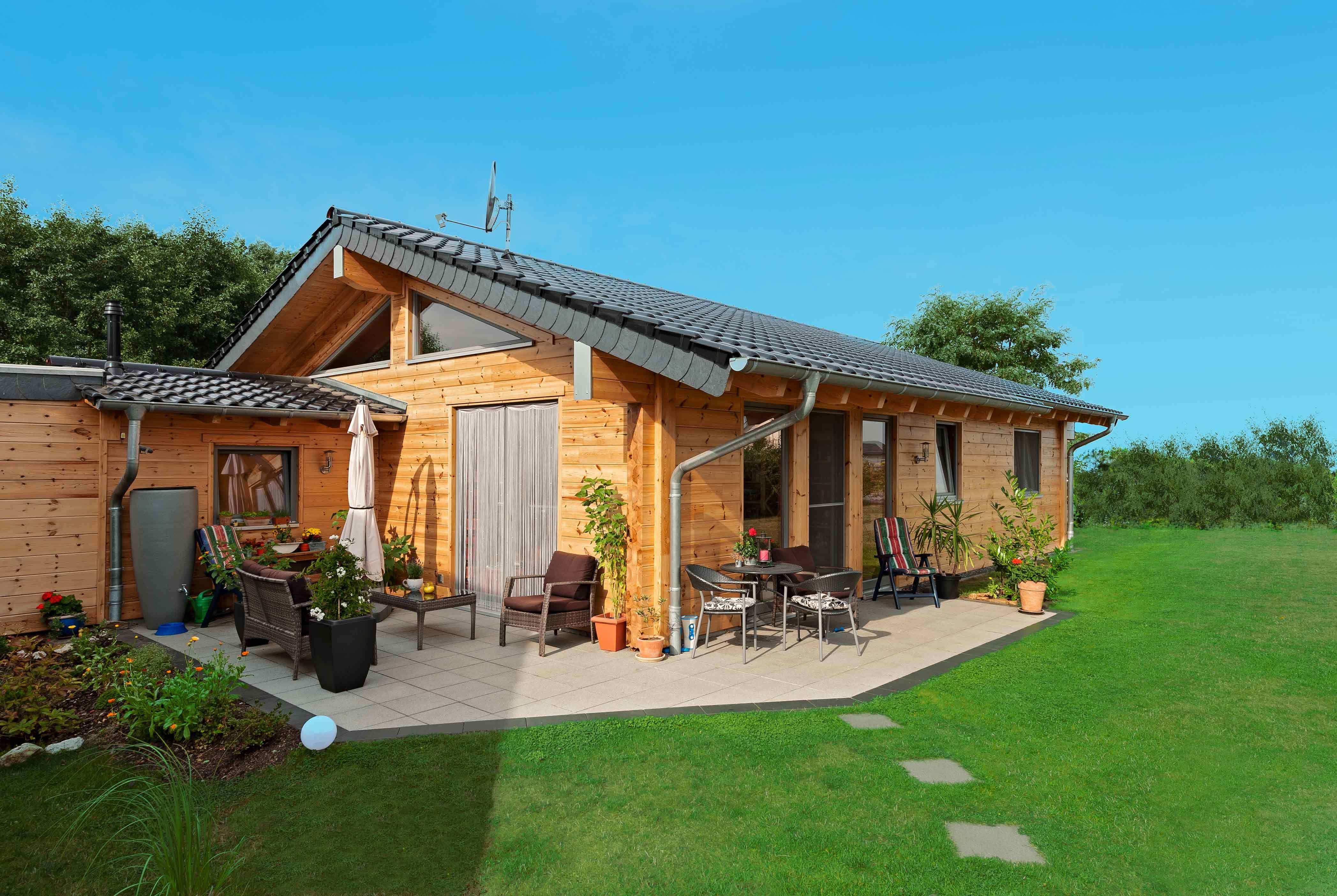 Bungalow von Fullwood Massivholzhaus Holzhaus
