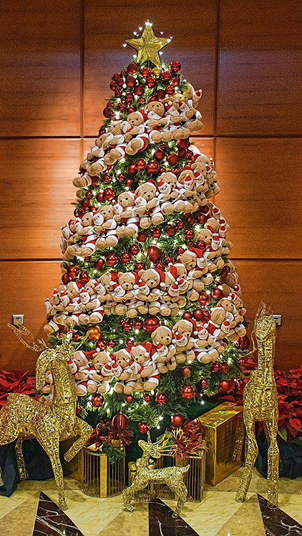 Xmas Tree As Seen In Fullerton Hotel Singapore Christmas Wonderland Holiday Decor Beautiful Christmas Trees
