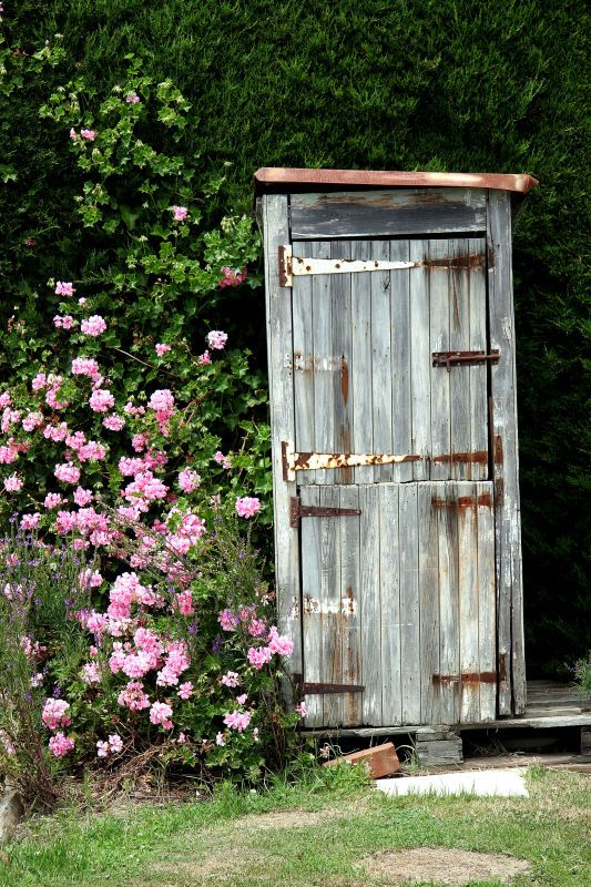 how to build a outhouse toilet