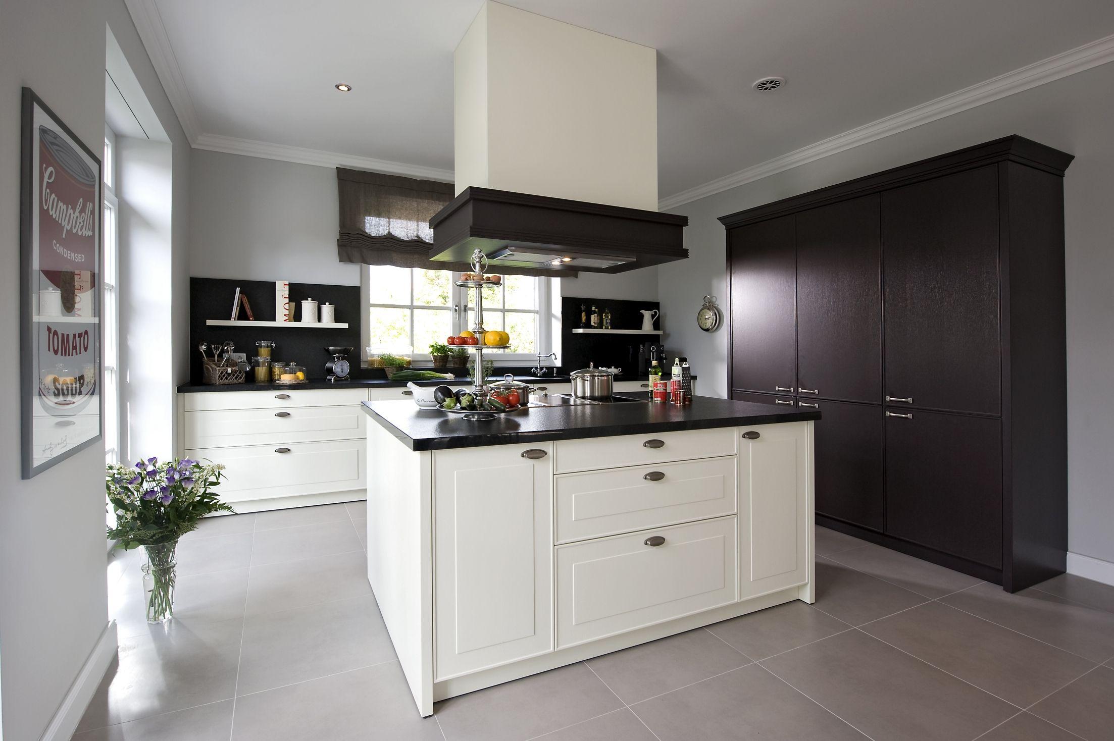 Ziemlich Küchenschränke Weiß Schüttler Bilder - Küchenschrank Ideen ...