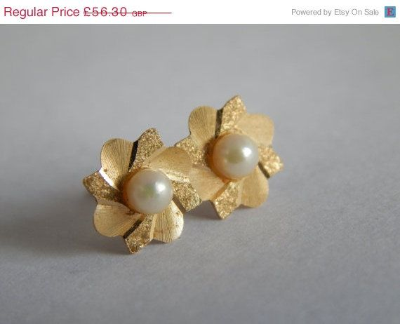 Sale Fine 9ct Gold Cultured Pearl Flower Earrings with full 1984 Hallmark - Yellow Gold Earrings - Cultured Pearl Earrings - Vintage 9ct Gol