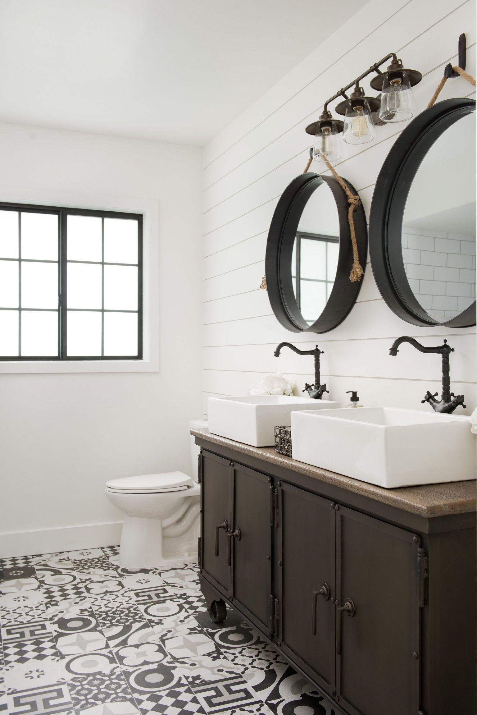 Farmhouse Bathroom Ideas Inspired By Joanna Gaines White Shiplap Backsplash Bathroom Farmhouse Style Farmhouse Bathroom Decor Farmhouse Style Bathroom Decor