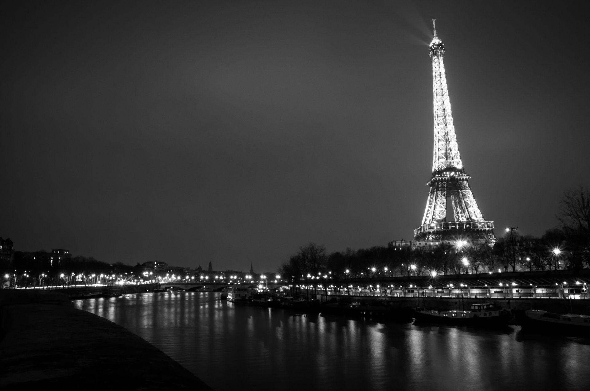 Wow Unique Black And White Skyline Photo Blackandwhiteskylinephoto Black And White City City Wallpaper Paris Black And White