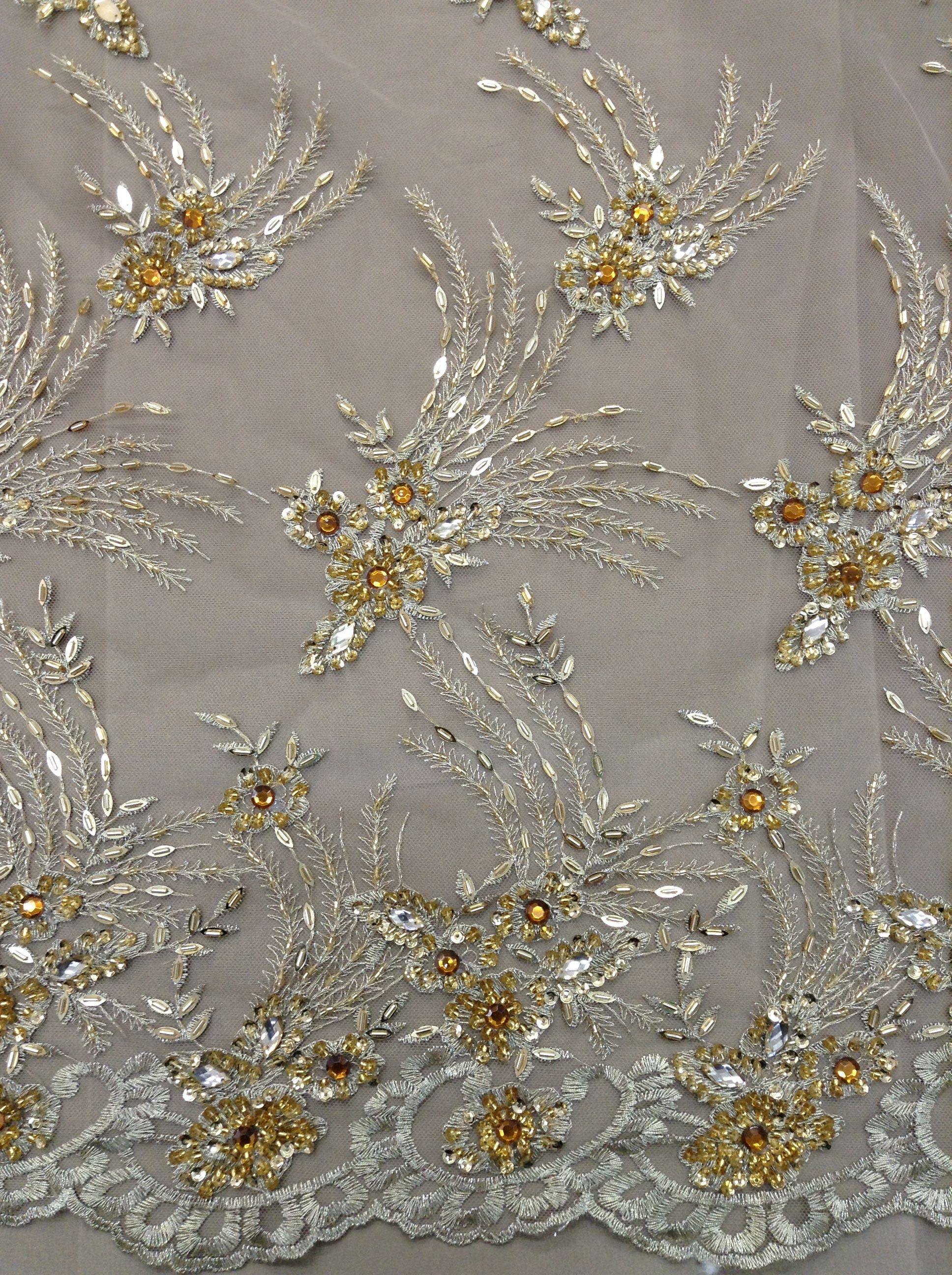 Lindo esse tule bordado com pedras douradas!!! Acesse o link e veja mais tule bordado e tecidos para roupas de festa http://www.lojas104.com.br/tecidos-festas/?page=1