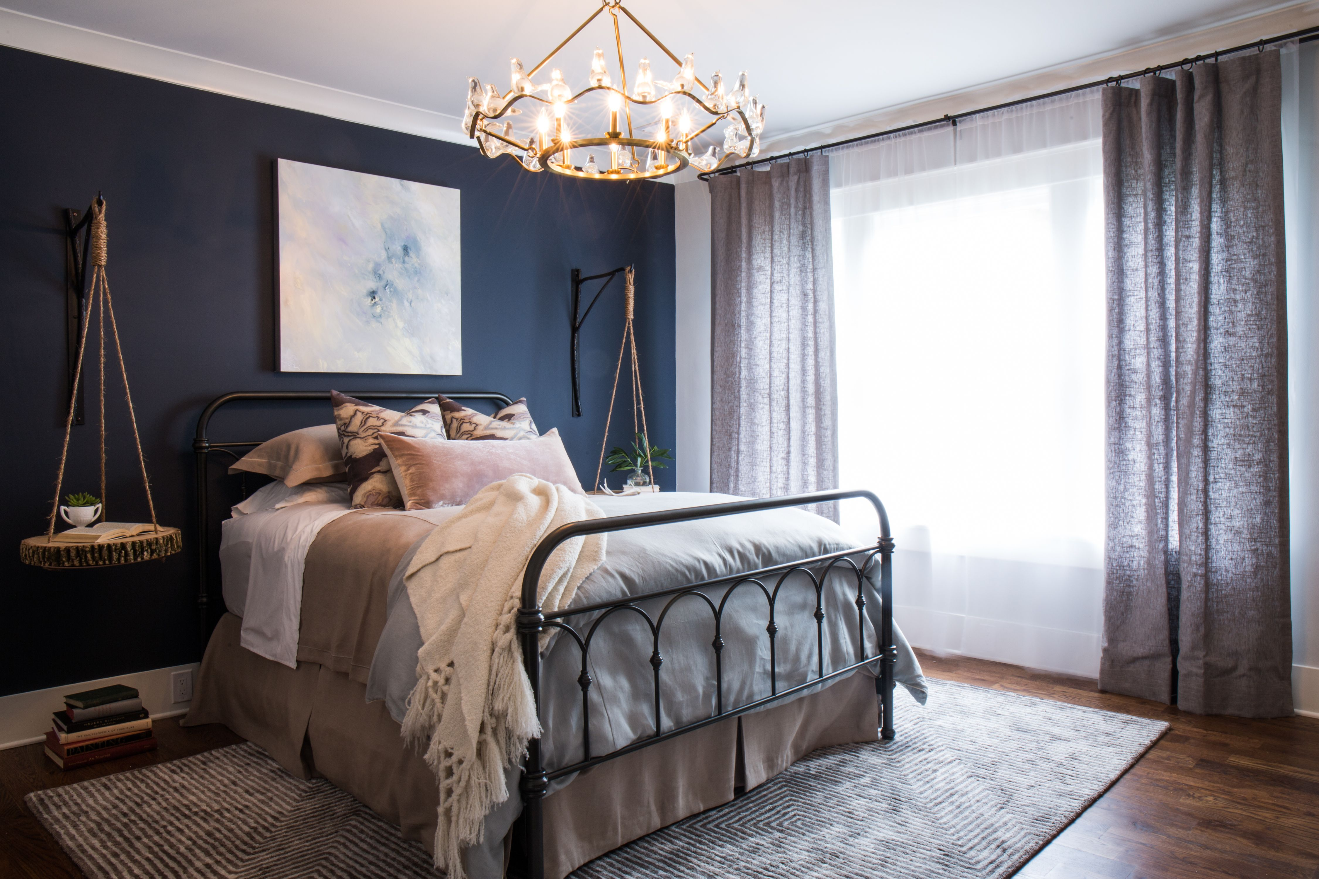 O More Showhouse Hale Navy Wickham Gray Benjamin Moore Guest Bedroom Hale Navy Navy Bedrooms Bedroom Photos