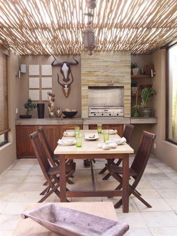 Afdak van riet vasgemaak aan houtbalke met deursigtige veselglas sinkplaat  plate bo oor also create  shady outdoor retreat braaikamer idees rh pinterest