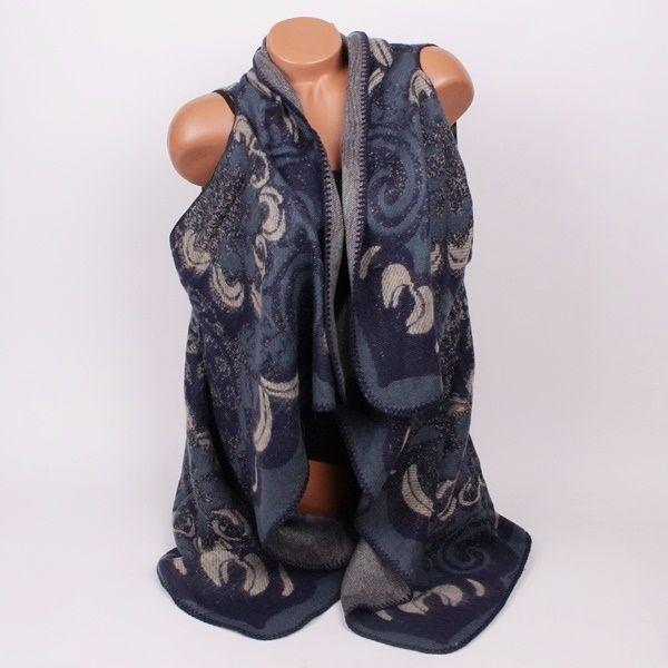 Дамски елек от мек памучен плат, фино машинно плетиво в сиво, тъмно и светло синьо. Много стилен и ефектен за ежедневна употреба. Прекрасен аксесоар,с който ще освежите тоалетите си.