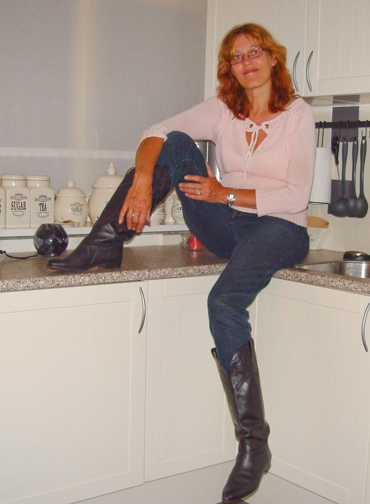 MILF In Boots - Naked MILFs Pics