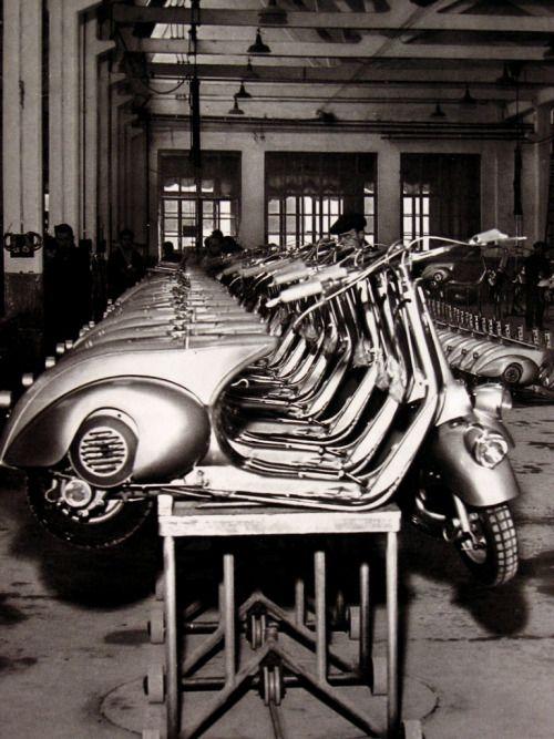 """gildo-x: """" suburbandandies: """"  ACCADDE OGGI:  1946: nasce il motoscooter VESPA che messa a punto dalla PIAGGIO viene avviata alla commercializzazione! """" Workin' on THE assembly line! """""""