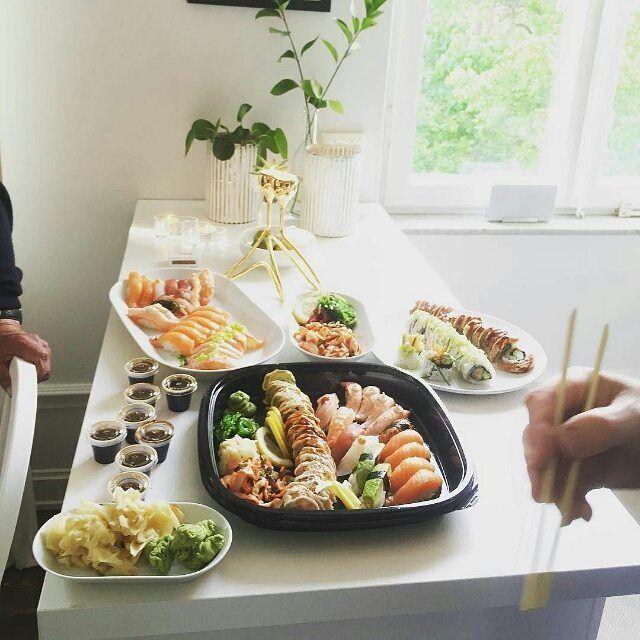 Chi ha Voglia di #Sushi Oggi? Tagga la Persona più #sushiaddicted di #Milano che conosci al resto ci pensiamo Noi! Link in Bio  #sushitime #sushimaster #sushilovers #sushimilano #firstpost #milanocity #milanodavedere Credit: @annacarlsson024 by sushi_masterchef
