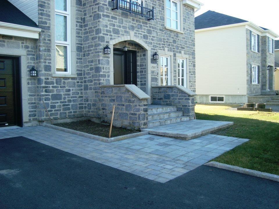 Trottoir de maison en dalles de béton (pavé-uni) Pavage pour cour - Dalle Pour Parking Exterieur