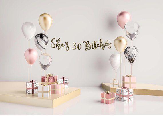 Teken van de verjaardag, gelukkige verjaardag teken, aangepaste verjaardag, 30ste verjaardag, 30ste verjaardag teken, ze is 30 teven, 30e verjaardag banner, vuile dertig #21stbirthdaysigns