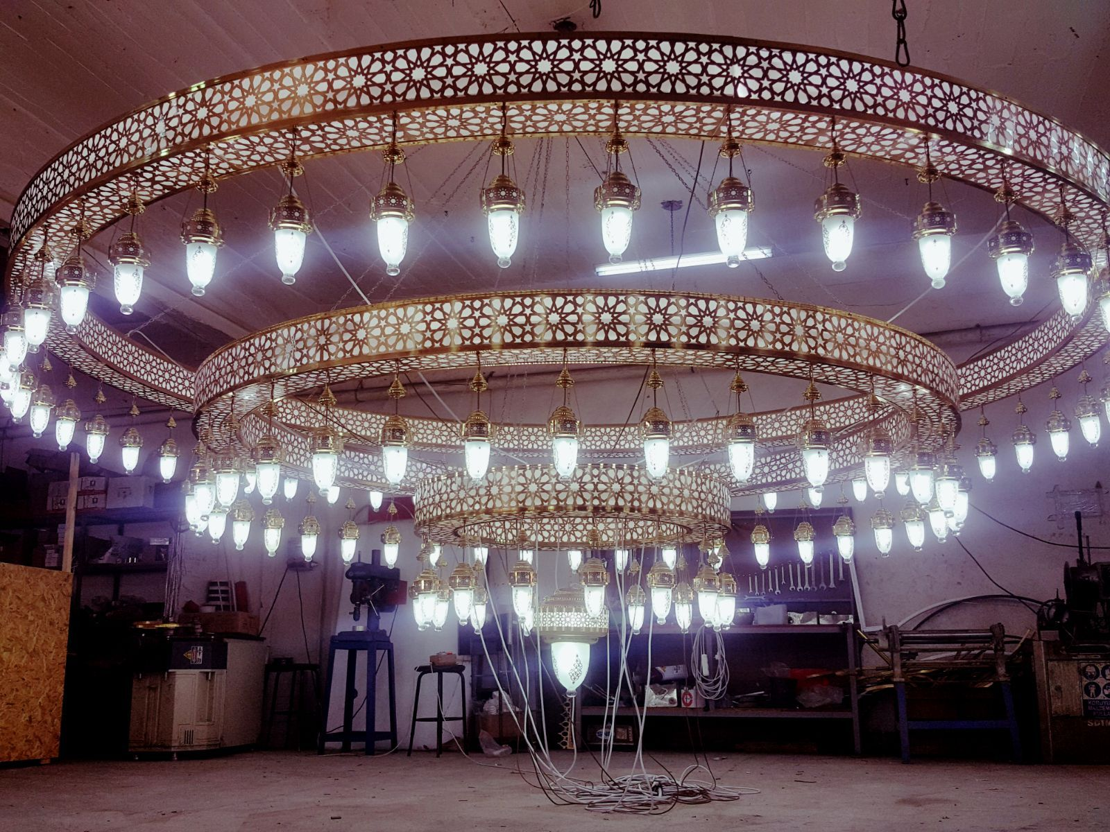 Main chandelier of new king hamad mosque is built by yon grand main chandelier of new king hamad mosque is built by yon grand chandeliers arubaitofo Images