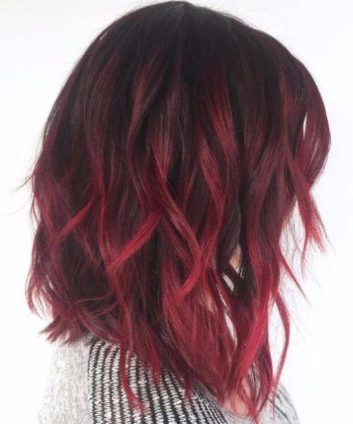 Pelo corto pintado de rojo