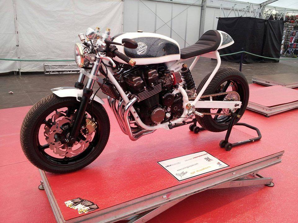 Cb 750 Rc42 Cafe Racer Honda Cb750 Modern Cafe Racer