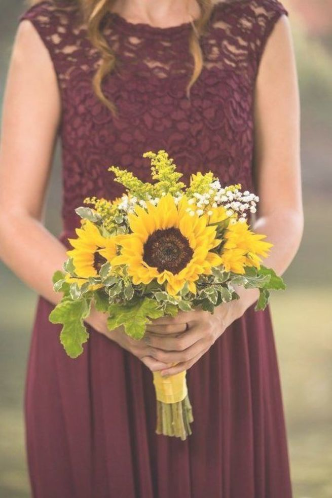 50+ Inspirational Sunflower Wedding Ideas for 2019–Sunflower bridesmaid bouquet,spring weddings, yellow wedding colors, rustic country wedding ideas,…