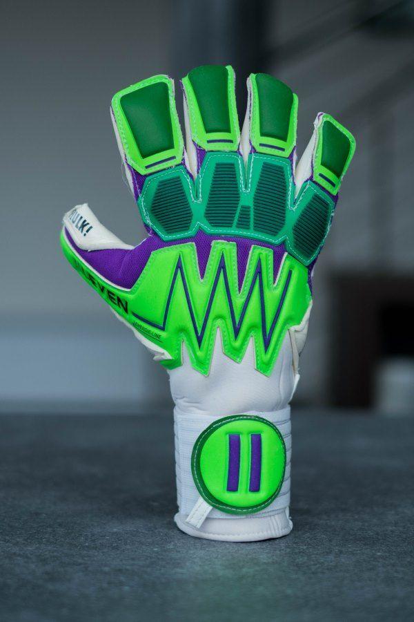 8c627ae77 The hero s job - IILEVEN  goalkeeper  gloves  soccer  theherosjob