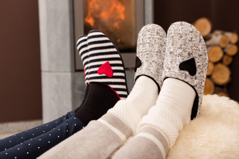 """Damen Pantoffel Tinka  Diese """"herzigen"""" Pantoffel sind die perfekten Begleiter an kühlen Tagen!  Ausgestattet mit kuschelig-weichem Plüschfutter und wunderbar leicht: niedliche Wohlfühl-Hausschuhe für zuhause. Mit einem herausnehmbaren Fußbett ausgestattet sind sie auch für eigene Einlagen geeignet.  Der Pantoffel hat die Weite G und passt daher für normale Füße."""