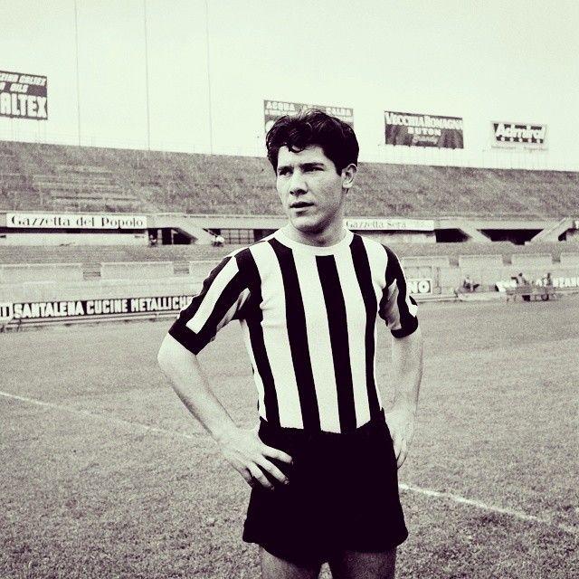 Omar #Sivori con la maglia della #Juventus grandissimo campione ♥⚪⚫