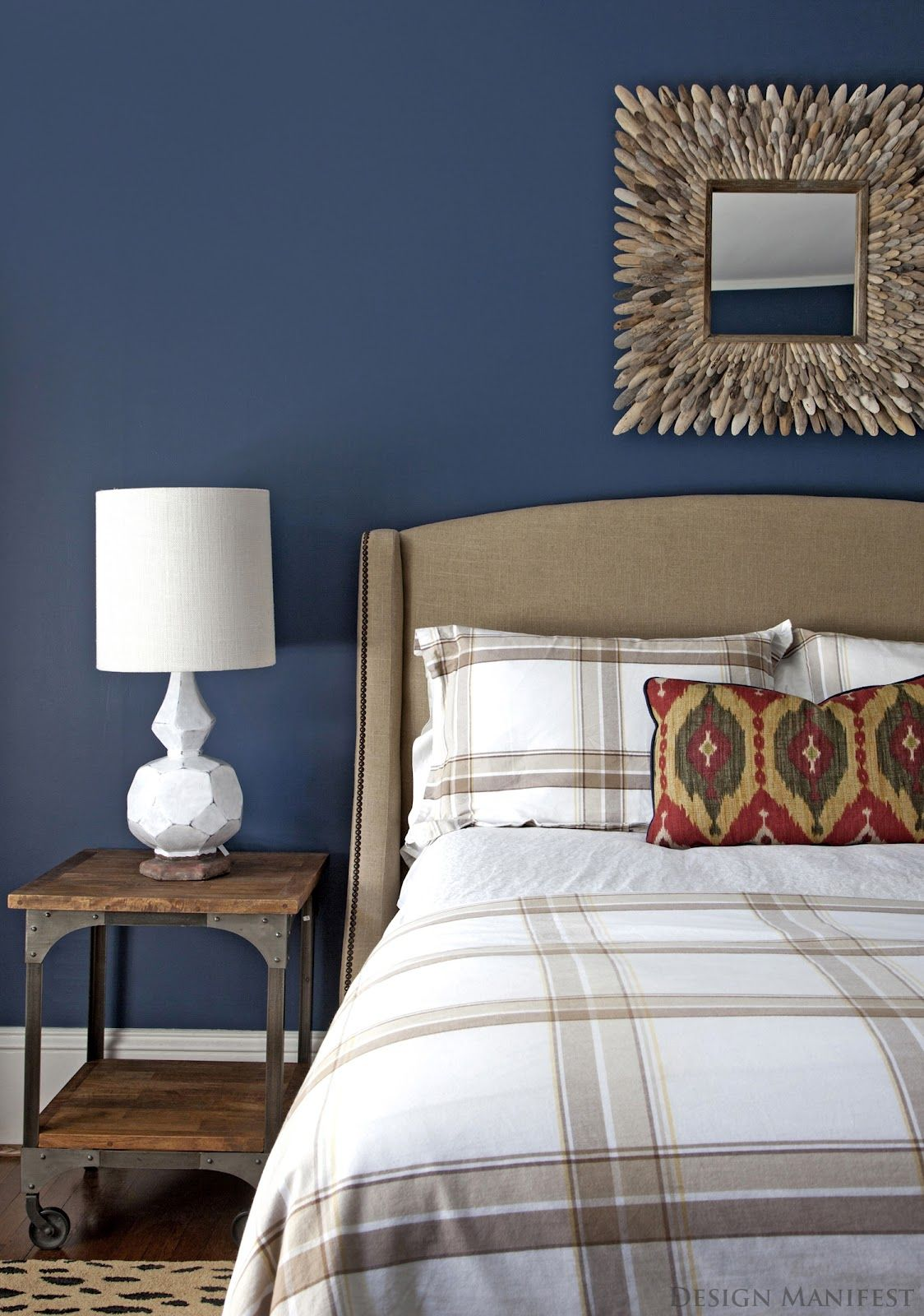 15 Beautiful Dark Blue Wall Design Ideas | Blue bedroom ...