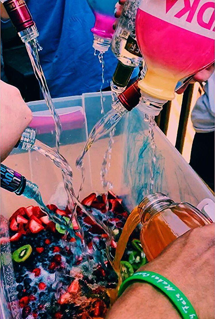 Partyideen College lustig 26 Ideen für 2019   - Crafts -  College  Crafts  für...