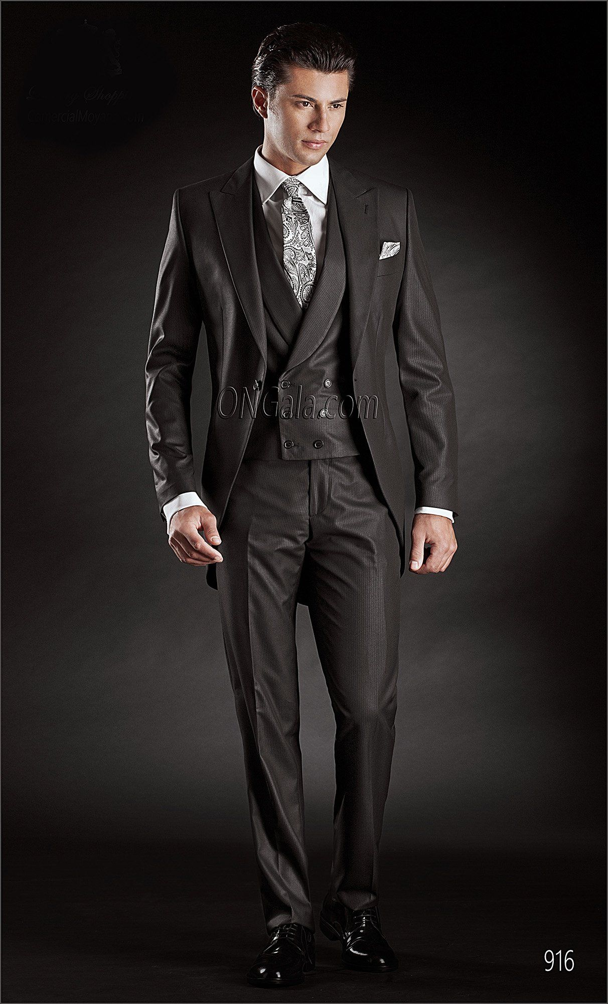 "Abito Sposo demi-Tight ""Redingote"" nero Redingote Short-Tailed Suit in Black with Double-Breasted Waistcoat Trajes para novio semilevita ""Redingote"" negro"