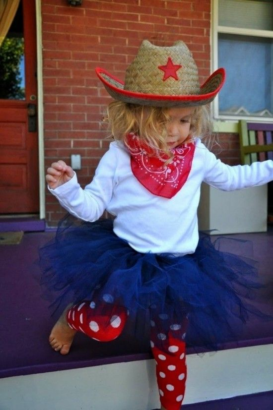 22f98bce9 Disfraz de vaquero para ellas Las niñas también pueden ir de vaqueras e ir  monísimas. Para tu pequeña podrás crear un disfraz de vaquero muy original  de ...
