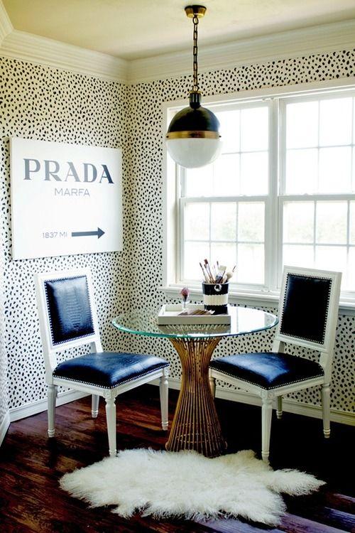 A masterful mix: Dalmatian wallpaper,black and gold (via@Paloma Contreras | La Dolce Vita). #interiors