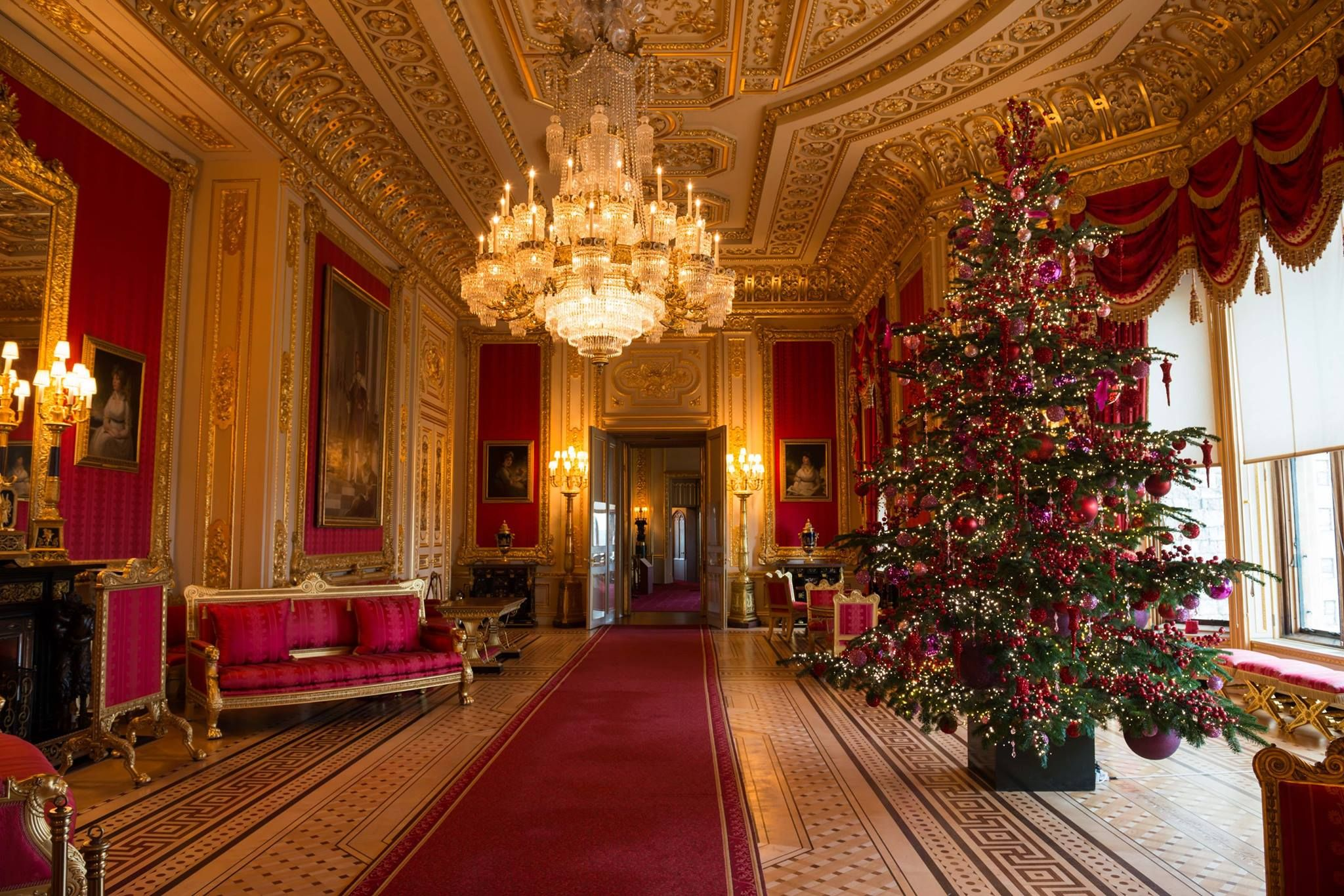 The magnificent state apartments at windsorcastle have for Dining hall decoration