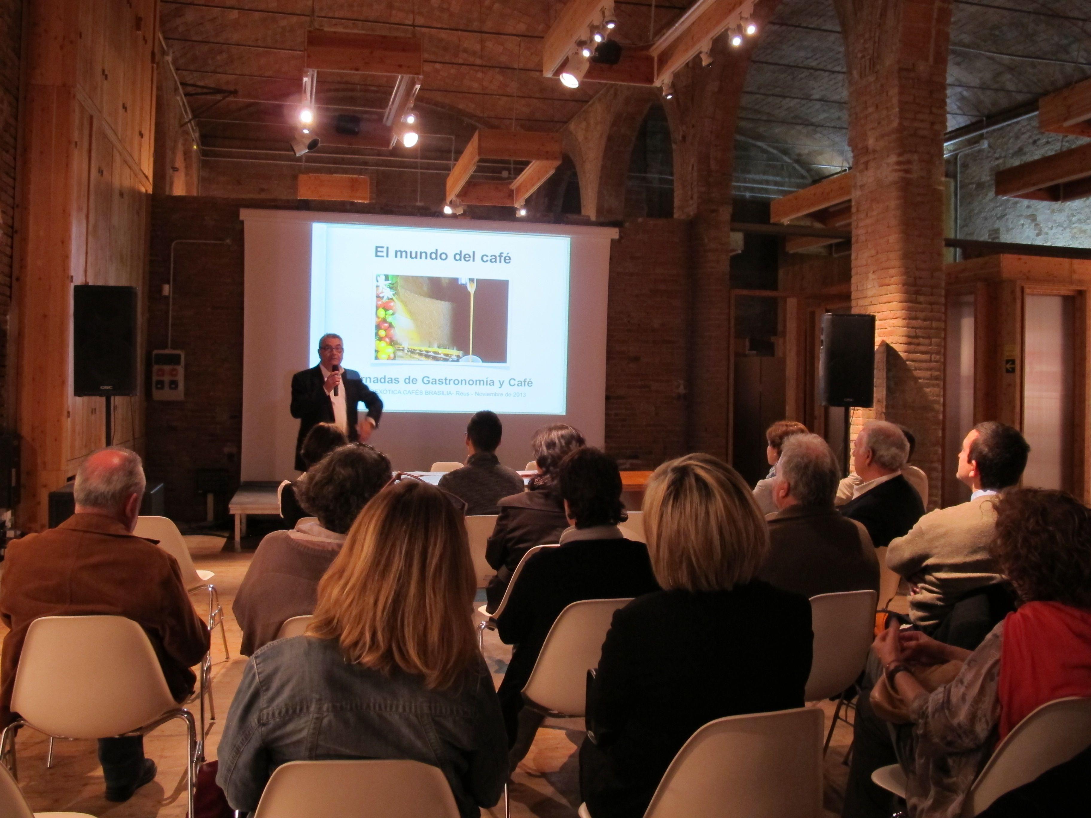PHOTOEXÒTICA 2013 de Cafès BRASILIA: conferencia El Mundo del Café a cargo del Sr. Raúl Peña (8-11-2013)