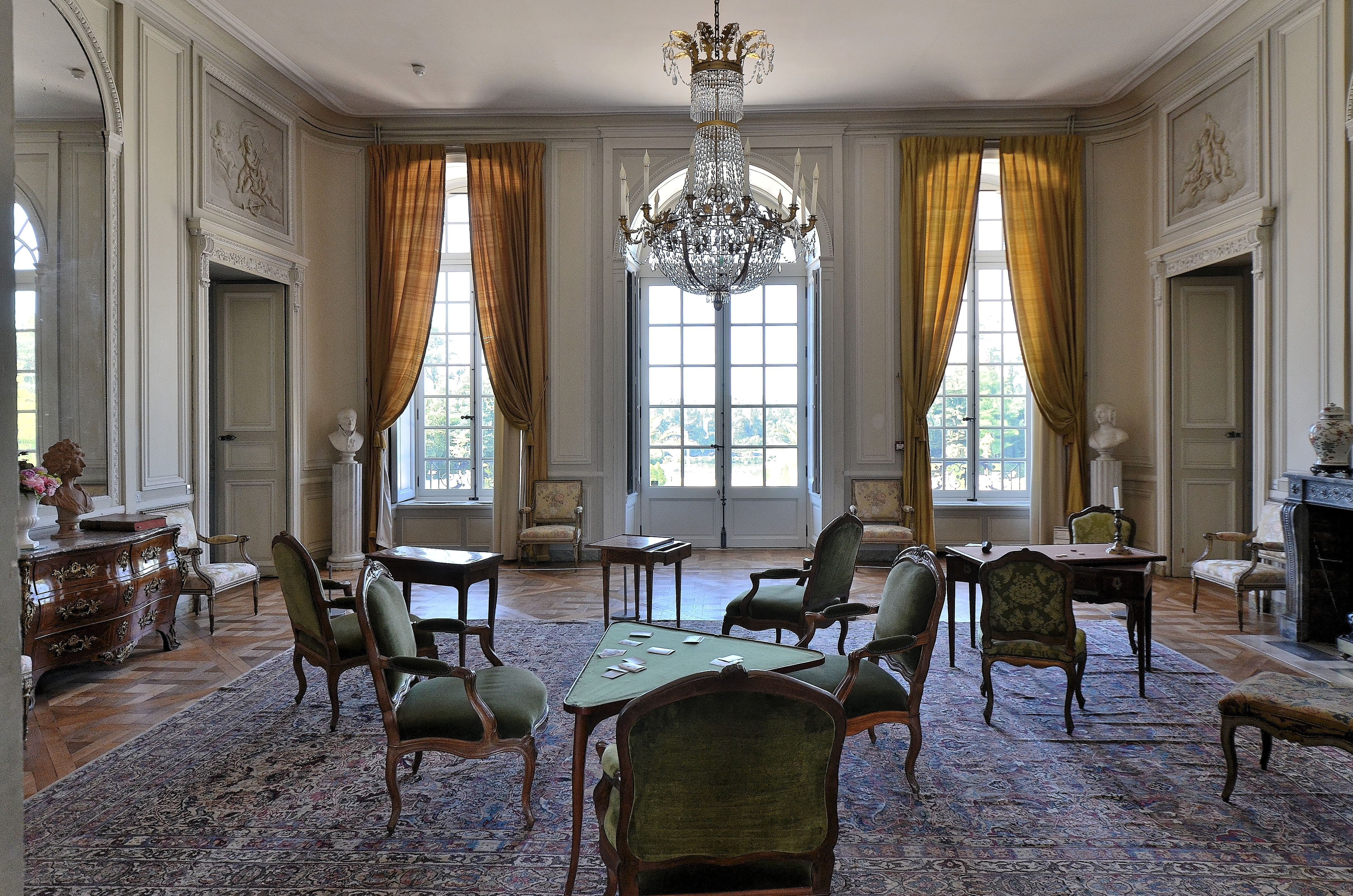 Chateau De La Motte Tilly Aube Rebuilt In 1754 According To A Design By The Architect Francois Nicolas Lancret L Country House Interior Home House Interior
