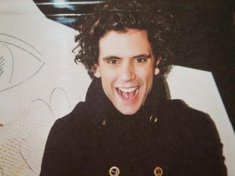 Mika laughing = heaven : by bus Korea