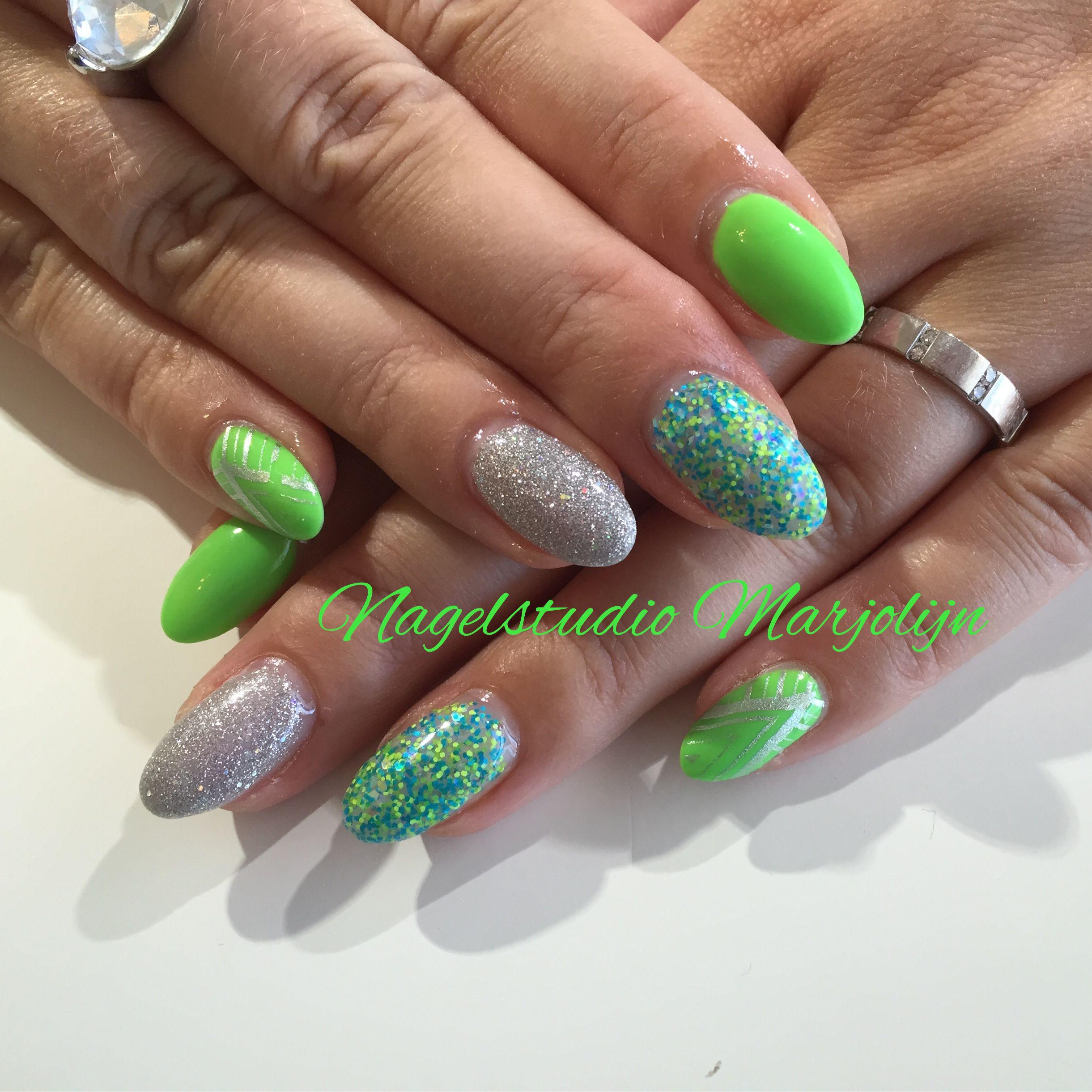 Full color nail art - Grasshopper Nails Nailart Fullcolor Gel Cnd Cndshellac Icevapor