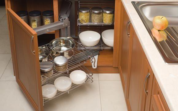 Armário de cozinha organizado