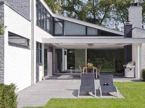 Veranda geplaatst met louvredak, inbouwheaters en verlichting te Son ...