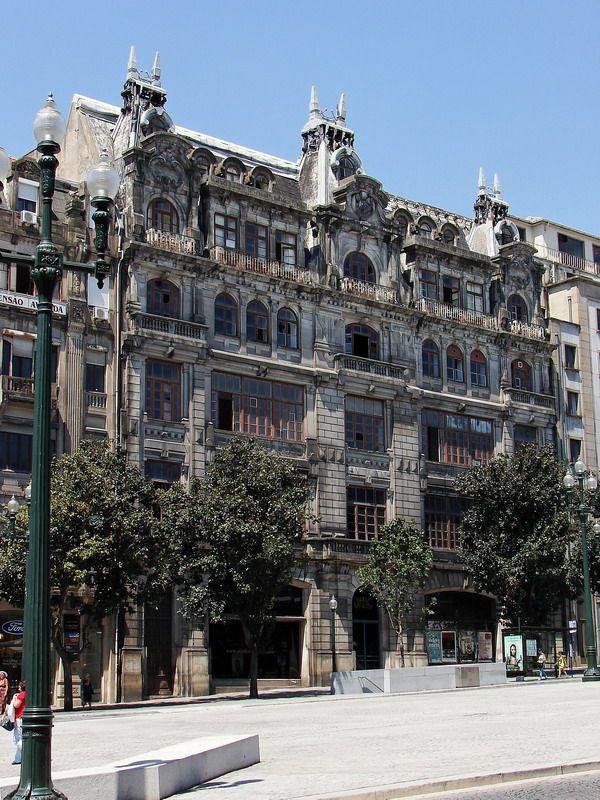 #Portugal - Beautiful building, located in the square of the City Hall of Porto, Avenida Dos Aliados.