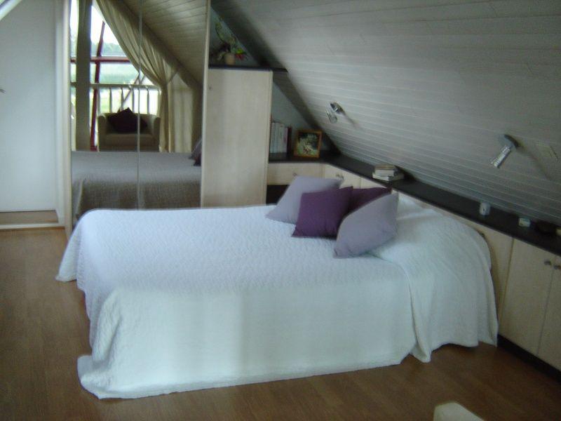 lit adulte contre sous pente page 2 chambres tage pinterest lit chambre et lit adulte. Black Bedroom Furniture Sets. Home Design Ideas