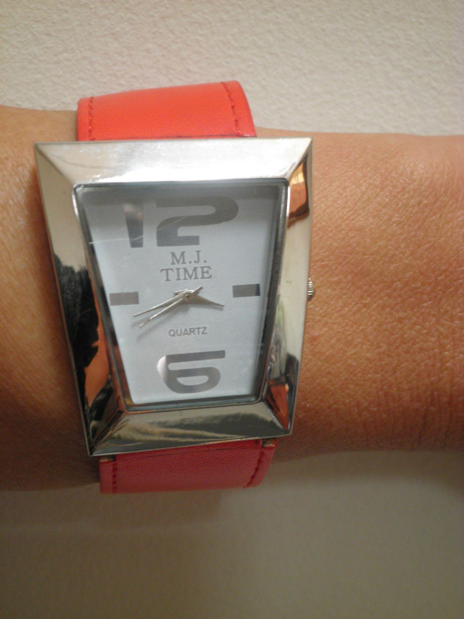 Дамски часовник с червена каишка от еко кожа, Онлайн магазин Моник