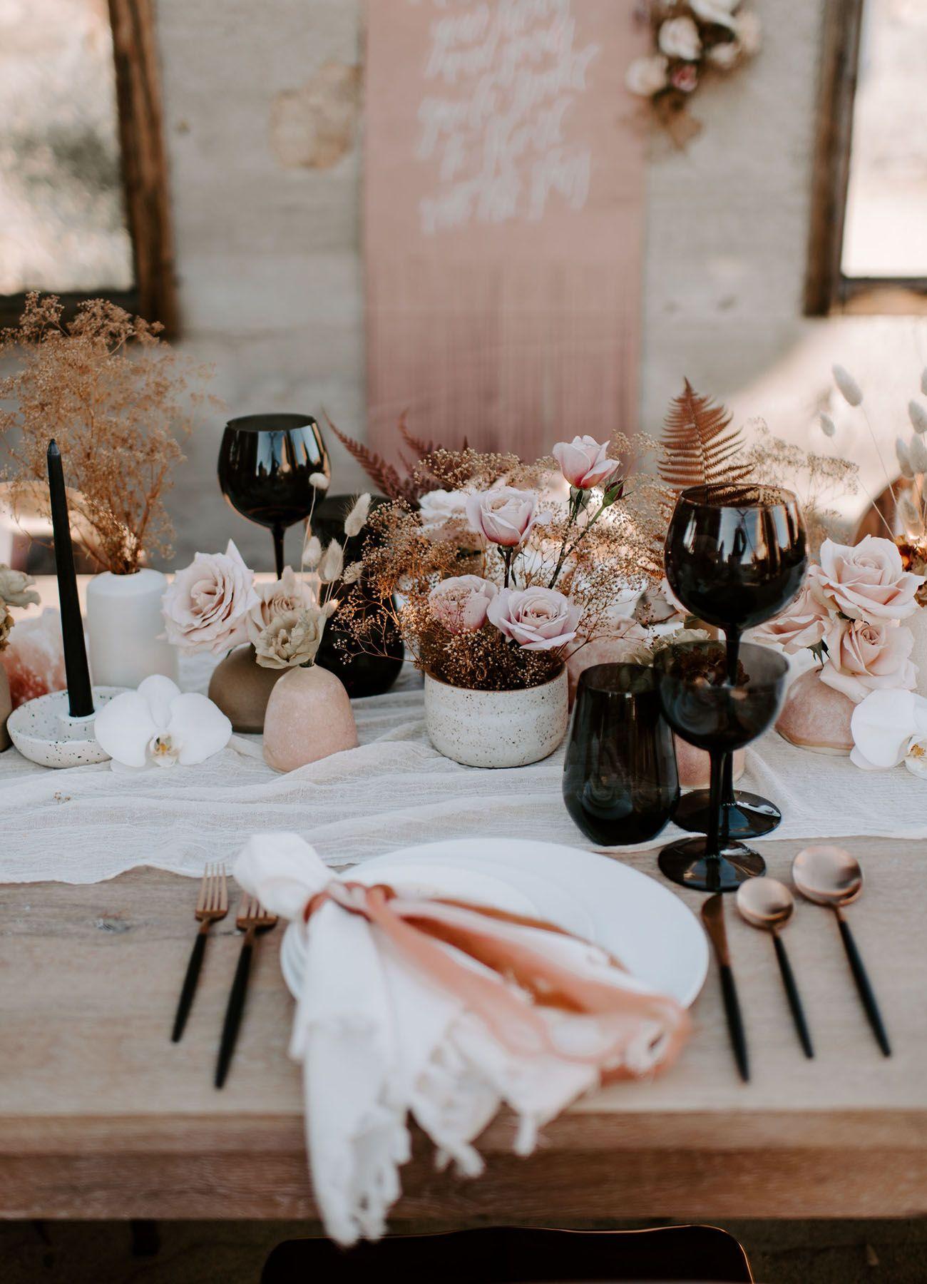 Wir sind die Wilden: Nude + Rose Gold Hochzeit Inspiration in der Wüste – Teil 1   – FLORRRR