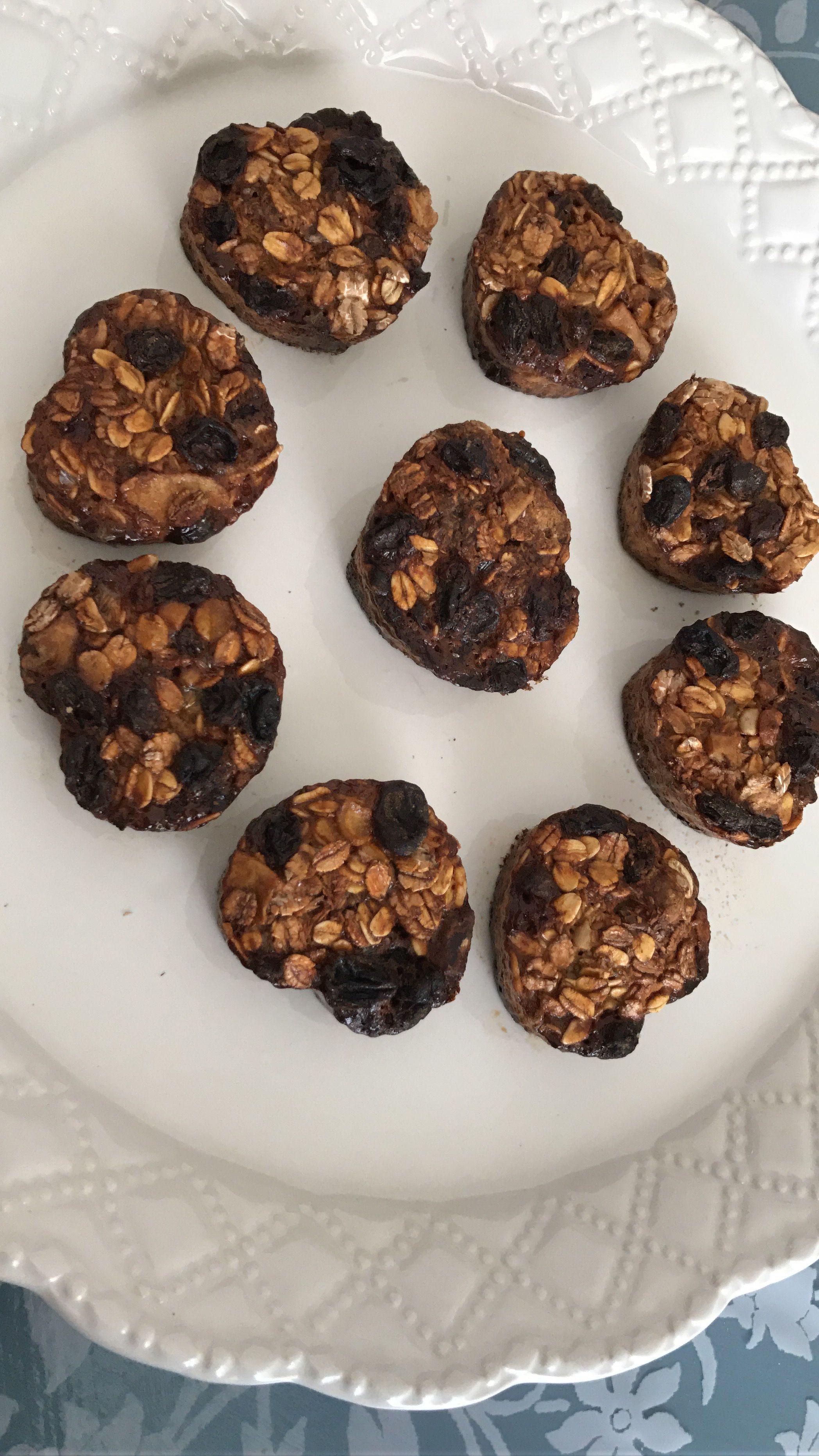 Mini muffin per colazione con aveva integrale, latte, uova, uvetta, farina di cocco, cannella e sciroppo d'acero Nutrizionist approved!