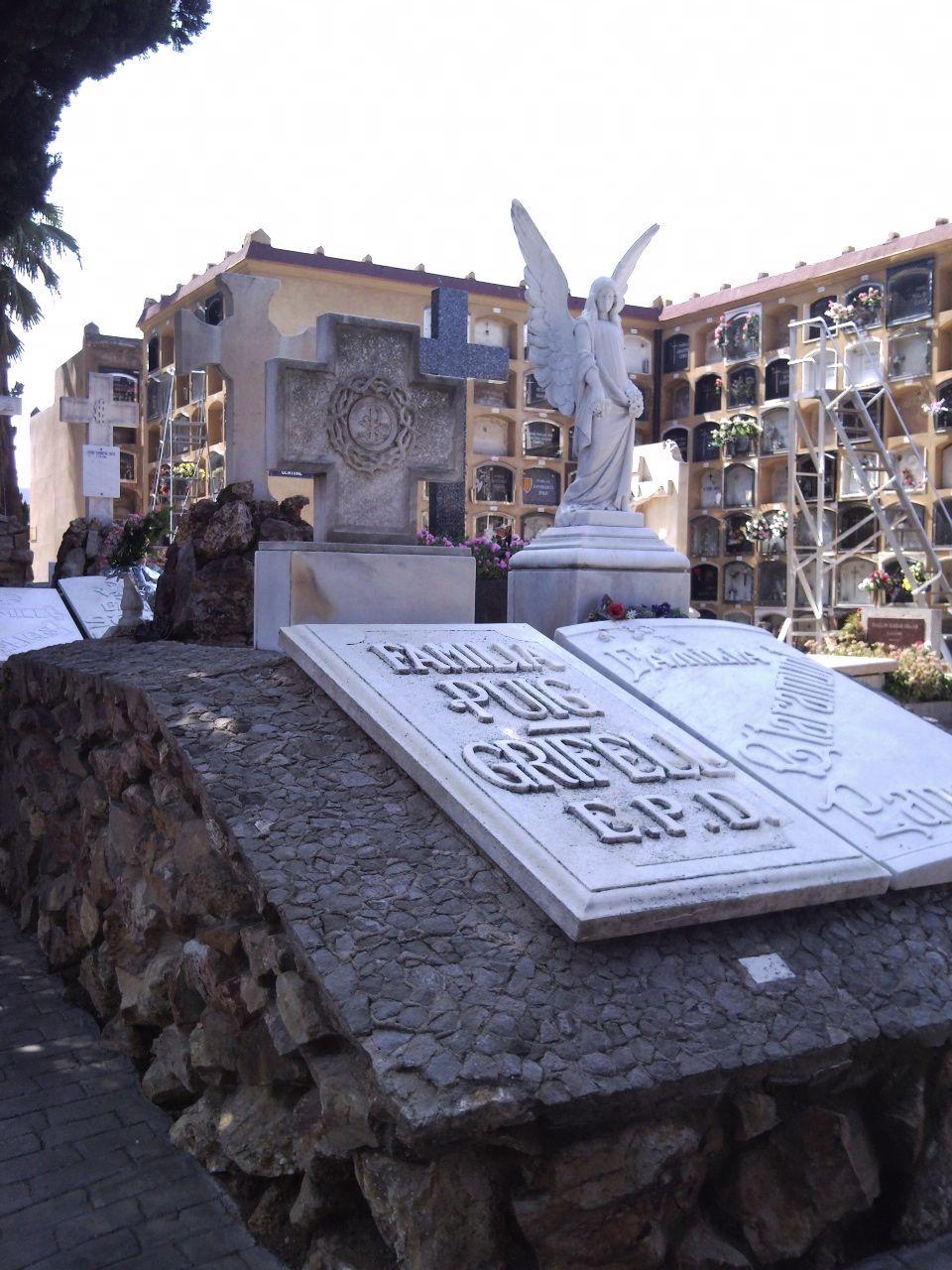 Direcciones a Cementiri de Les Corts (Barcelona) en transporte público