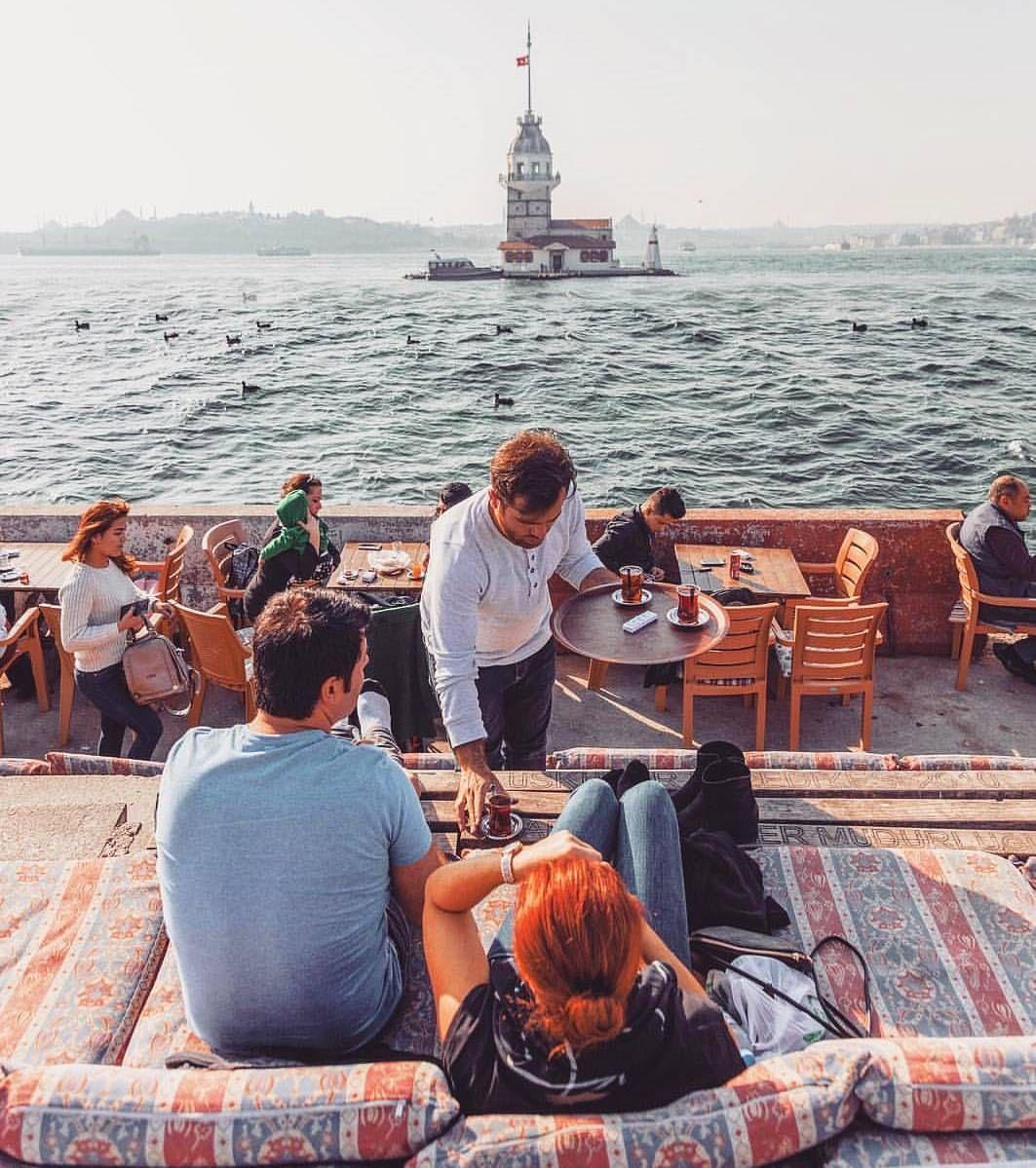 من اجمل الجلسات وابسطها تلك المقابلة لبرج البنت بالجانب الآسيوي من اسطنبول حيث يمكنكم الجلوس والتمتع بمشاهدة البسفور وب Turkey Travel Dream Vacations Istanbul