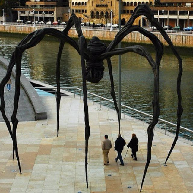 Maman - Louise Bourgeois, i would so love to have this in my yard!!