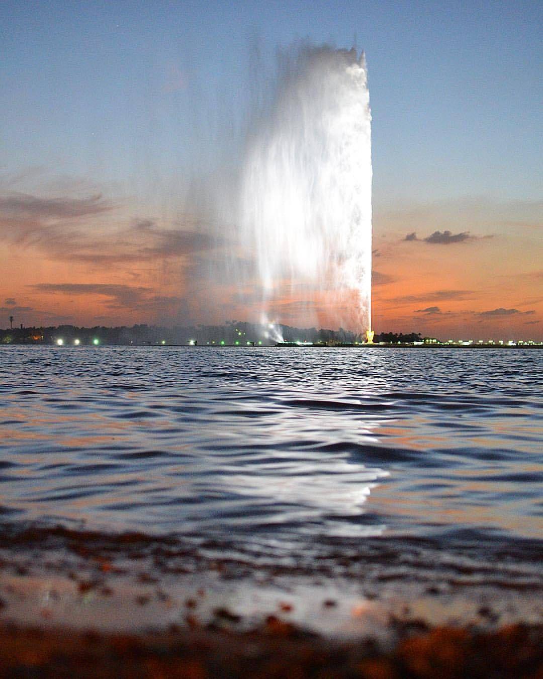 ㅤ مساء الخير من جدة ㅤ ㅤ By Alsubaie Muteb ㅤ ㅤ أ لترشيحها كصورة الاسبوع متابعبتعليق منفصل 10 ب التقييم مـن 5 ــــــــــــــــ Outdoor Waterfall City