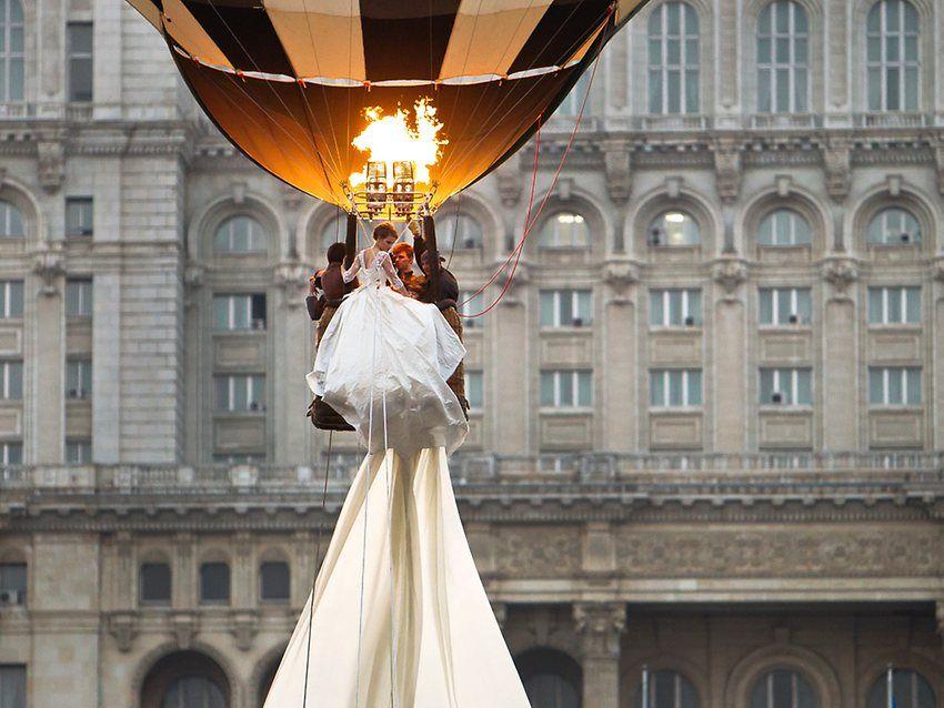 http://resources3.news.com.au/images/2012/03/22/1226306/705587-world-039-s-longest-bridal-train.jpg